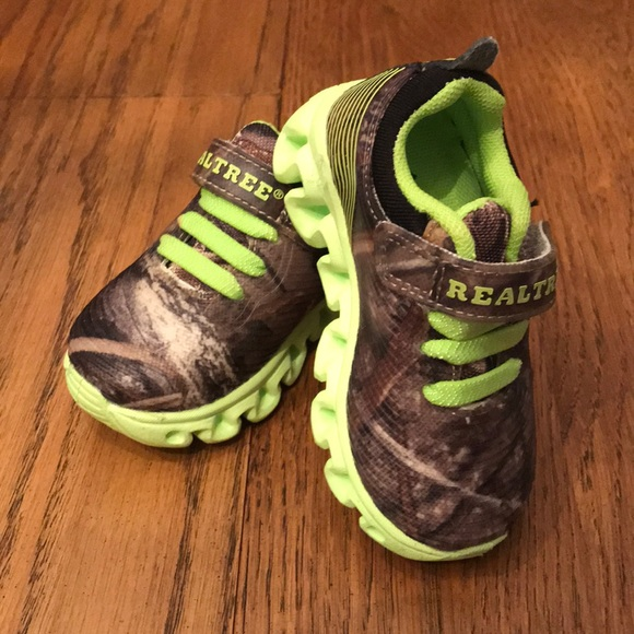 3181f0bb6c1ca Realtree Shoes | Toddler Boy Light Up Sneakers Size 5 | Poshmark